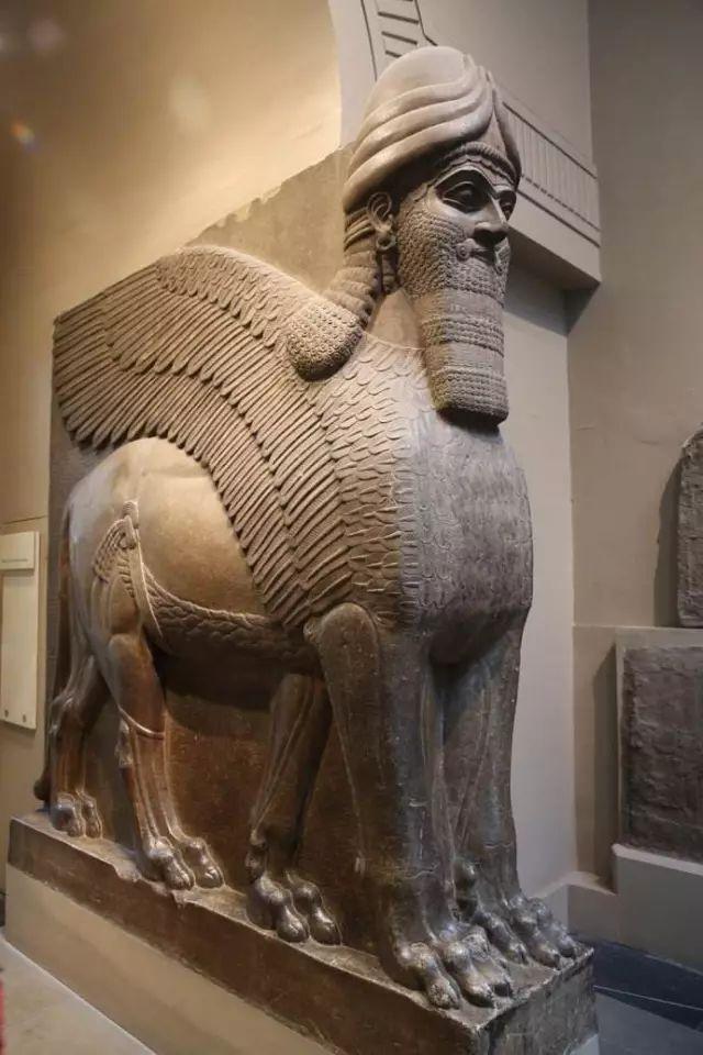 亚述人与苏美尔人、阿卡德人的冲突与融合